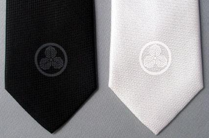 家紋ネクタイ-丸に三つ柏紋.jpg