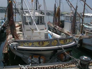 漁船の船首に家紋